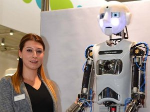 İnsansı robot, otomasyon fuarının yıldızı oldu