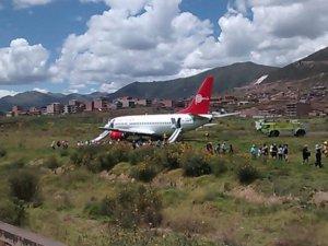 Peru'da yolcu uçağı pistten çıktı