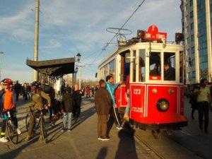 Tünel-Meydan nostaljik tramvayı arıza yaptı