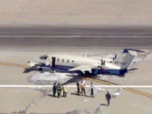 Uçağın iniş takımları çöktü