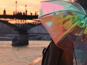 Yağmurun ne zaman yağacağını bildiren akıllı şemsiye üretildi