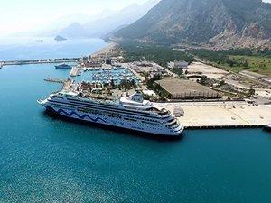 Port Akdeniz, 1300 yolcusuyla Aida Aura'yı ağırladı