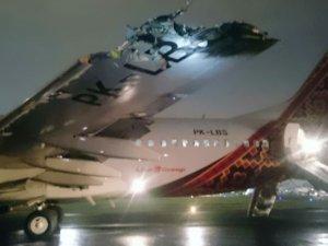 Cakarta Havalimanı'nda B737 tipi uçak ATR42'ye çarptı