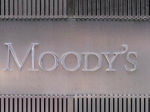 Moody's petrol devlerinin notunu indirdi