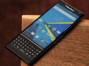 BlackBerry, şifrelerini polise kendi vermiş