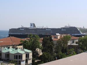 Dünyanın en akıllı gemisi Koningsdam İstanbul'da