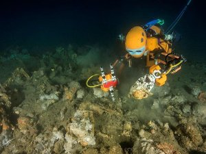 Dalgıç robot 17. yüzyıla ait kalıntıları çıkardı