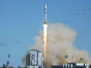 Rusya, yeni Kozmodromdan ilk roketini fırlattı