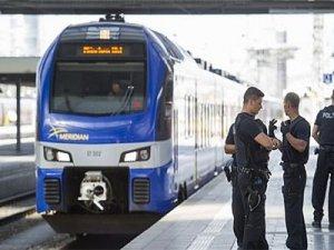 Almanya'da tren istasyonunda bıçaklı saldırı: 4 yaralı
