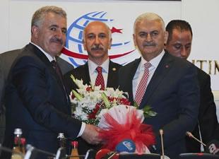 Başbakan Binali Yıldırım, Ulaştırma Denizcilik ve Haberleşme Bakanlığı koltuğunu devretti