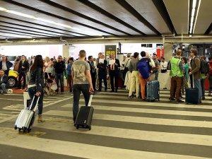Brüksel havalimanında elektrik kesintisi uçuşları aksattı