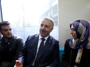 Ulaştırma, Denizcilik ve Haberleşme Bakanı Arslan Marmaray'da vatandaşlarla yolculuk yaptı