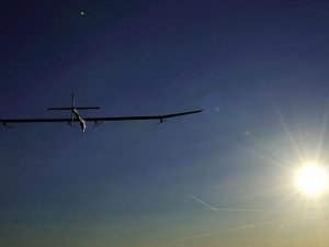 Dünya turu yapan 'Solar Impulse 2' Atlantik'i geçmek üzere yola koyuldu