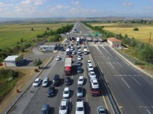 TEM'de trafik yoğun, İstanbul ferahladı