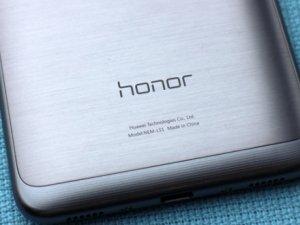Huawei'den dev telefon!