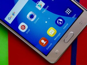 Samsung 80 milyon akıllı telefon ile birinci oldu