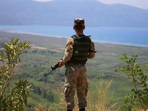 Marmaris'te firardaki 11 darbeci asker 3 gemi ile aranıyor