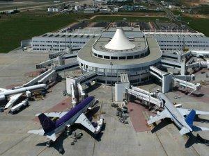 Antalya Havalimanı'nda düşüş