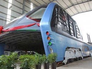 Çin'de dev metrobüs görenleri şaşırttı