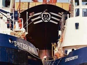 Singapur Boğazında petrol tankeri ile konteyner gemisi çatıştı