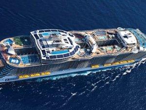 Kruvaziyerde Türk bayraklı gemi çalışması