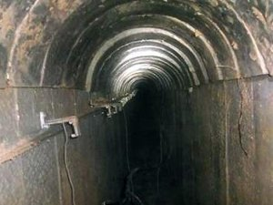 """İsrail'in """"yer altından"""" duvar inşası"""