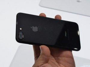 iPhone'lar şimdiden tükendi