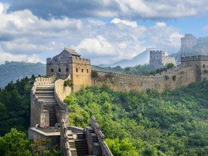 Çin Seddi'nin altına hızlı tren