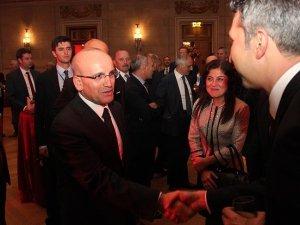 Mehmet Şimşek Washington'da yabancı yatırımcılarla bir araya geldi