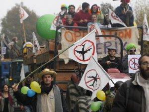 Fransa'da havalimanı protestosu sürüyor