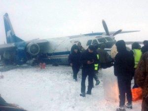 Rusya'da pistten çıkan uçak büyük hasar aldı