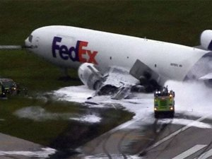 ABD'de FedEx uçağında patlama meydana geldi
