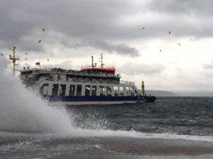 Fırtına deniz ulaşımını etkilemeye devam ediyor