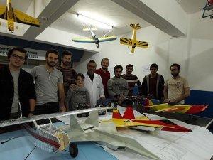 Üniversiteliler 'model uçak' yapıyor