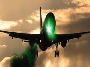 Polis, uçaklara lazer tutanların peşinde