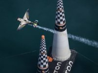 Red Bull Air Race'in Fransa etabını Hall kazandı